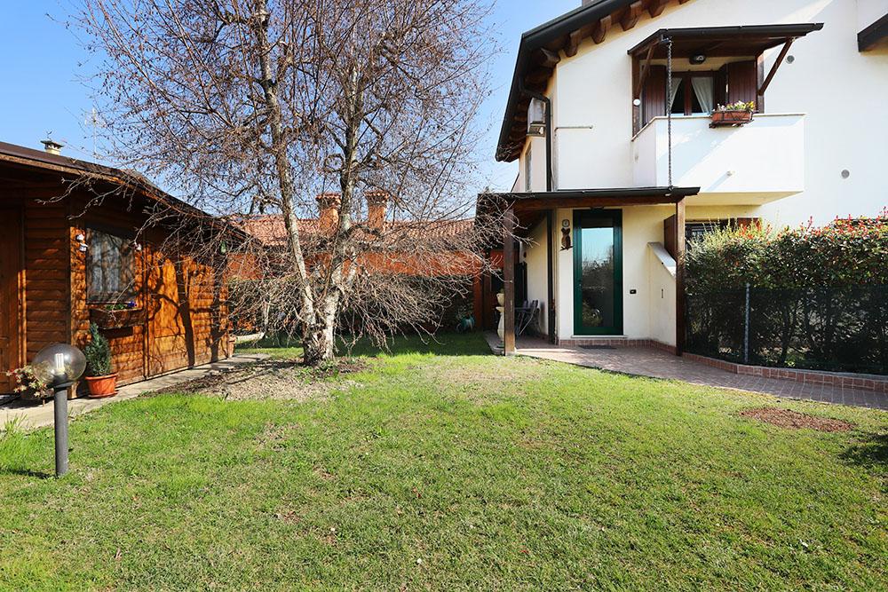 Vendita Porzione Padova PD-05. Abitabile/Buono, Garage singolo, Riscaldamento Autonomo, Poggiolo, 207 mq.