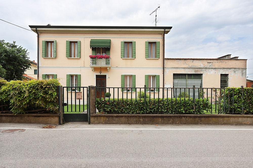 Vendita Villa Stanghella STAN-01. Abitabile/Buono, Riscaldamento Autonomo, Poggiolo, 372 mq.