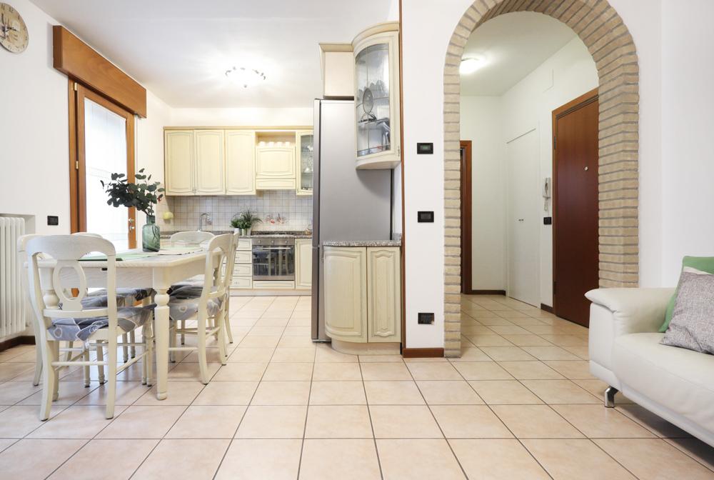 Vendita Appartamento Vigonovo VIG-01. Parzialmente ristrutturato, Garage singolo, Riscaldamento Autonomo, Poggiolo.